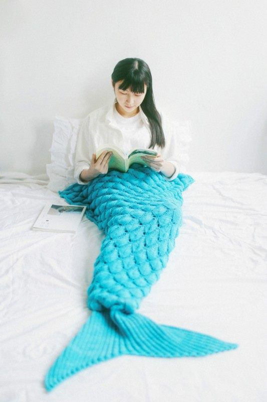 Fish Scale Mermaid Knit Blanket
